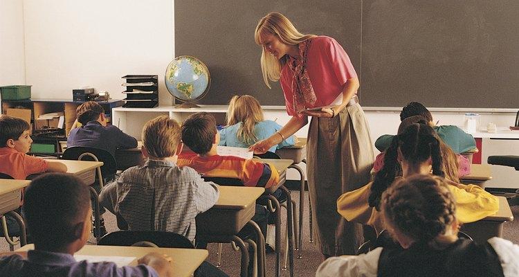 Jogos táteis e interativos podem ajudar alunos do ensino médio a praticar lições de gramática
