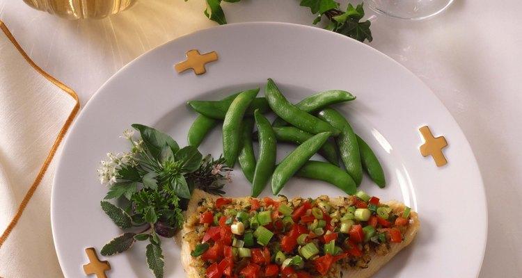 La carne blanca del pez sable combina bien con diversos sabores y recetas.