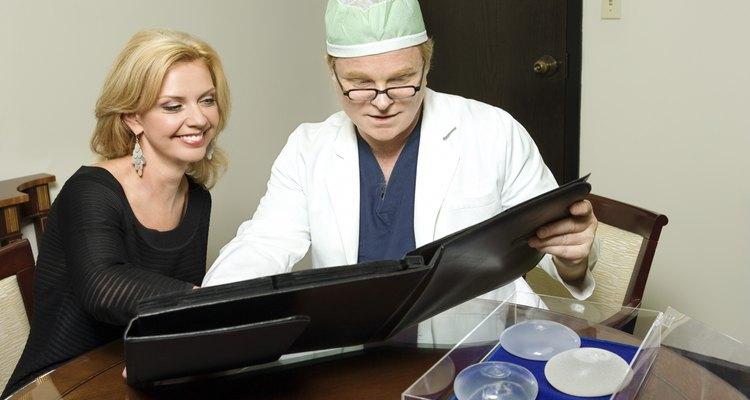 La cantidad de dolor que experimentas después de la cirugía varía y depende de varios factores.