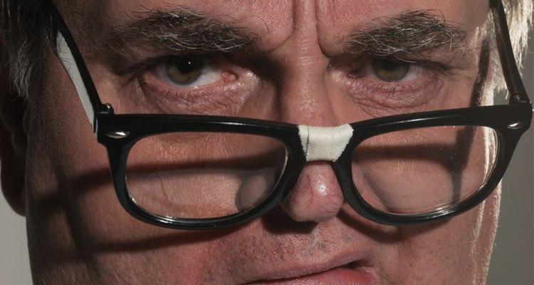 Como colar os óculos devidamente