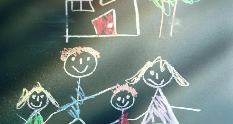 Os alunos advinham um advérbio ilustrado no quadro