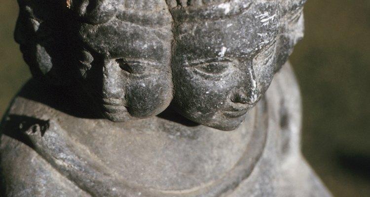 Las esculturas hinduistas suelen mostrar a los dioses con múltiples caras.