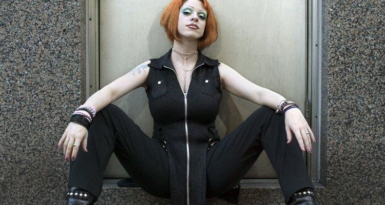 La cultura Punk se origina por los problemas económicos y sociales en Londres y Nueva York.