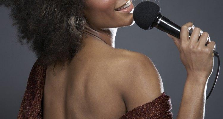 Os penteados afro de divas do soul como Diana Ross e Roberta Flack inspiraram os das divas da atualidade como Janet Jackson e Alicia Keys