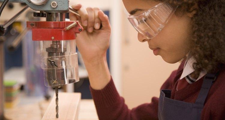 Las máquinas fresadoras entran en el mercado de venta al por menos en alrededor de U$225 y están dirigidas hacia los carpinteros especializados.