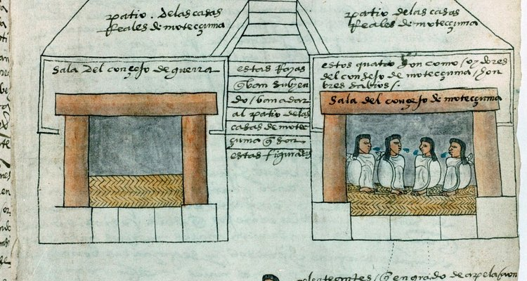 Las construcciones aztecas tienen cierta similitud con las de los mayas.