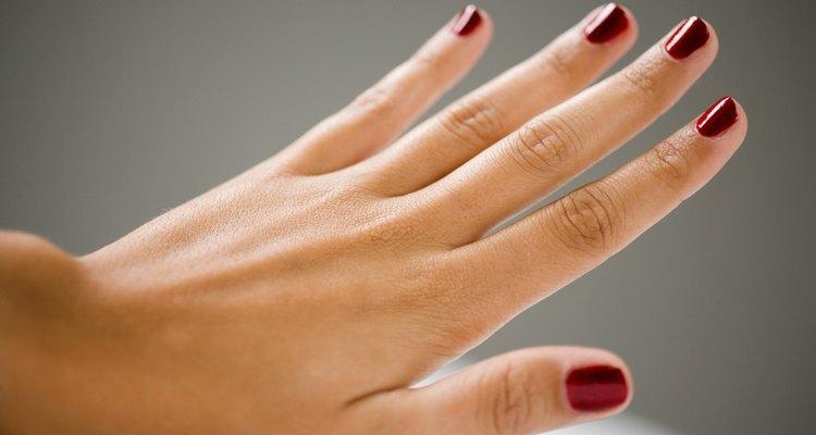 Hay algunas cosas que puedes hacer para que tus uñas crezcan más rápido.