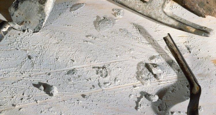 Añadir yeso ayuda a controlar la cantidad de tiempo que tarda el cemento portland en curar.