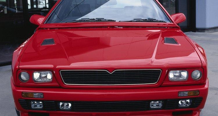 Los ingenieros automotrices diseñan carros.