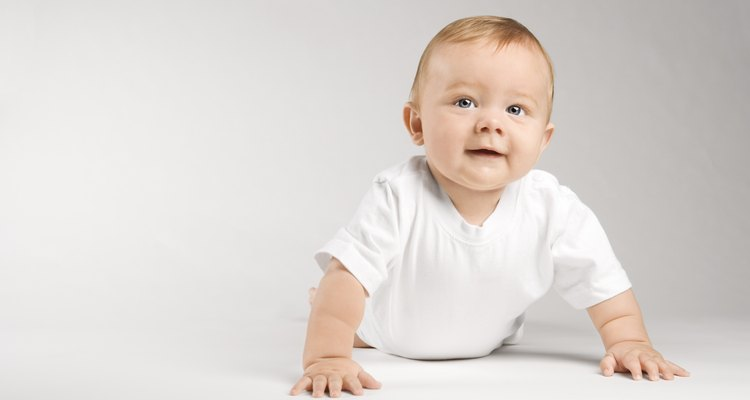 Aunque cada bebé se desarrolla y cumple con los hitos en su propio paso, la edad promedio de vuelco es de alrededor de cuatro meses.