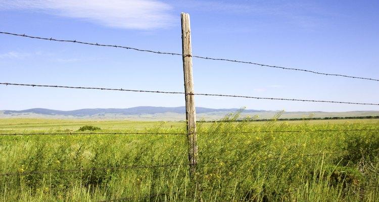 Una cerca de alambre de púas tiene varios costos asociados.
