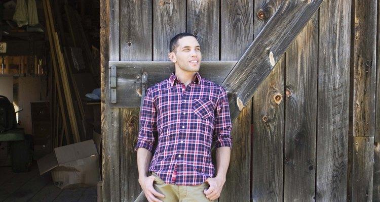 Muchas marcas de camisas bien conocidas saben lo que se ve y se siente bien en los hombres.