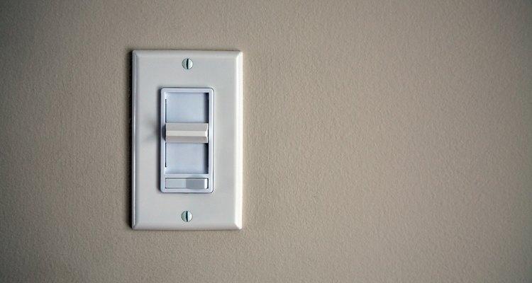 Para evitar descargas eléctricas, asegúrate siempre de que la electricidad esté apagada en la zona en la que estás trabajando.