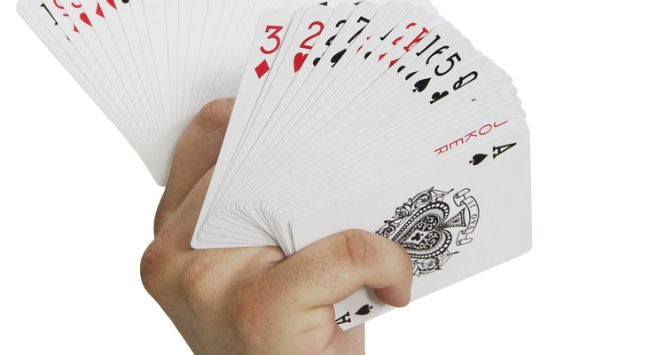 Cartas de baralho personalizadas são presentes agradáveis e podem ser usadas como um álbum de fotos