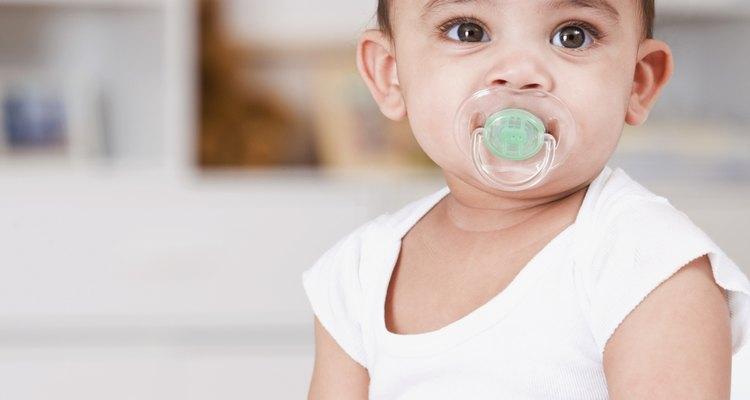 El chupón ayuda a que los bebés concilien el sueño más rápido.