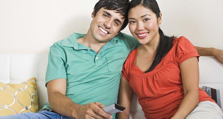 Los rostros asiáticos y caucásicos tienen un tono de piel similar, pero difieren levemente en la estructura ósea.