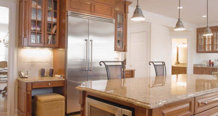 Praticamente toda cozinha moderna oferece um exaustor, instalado sobre o fogão, para absorver a fumaça, o calor e os odores