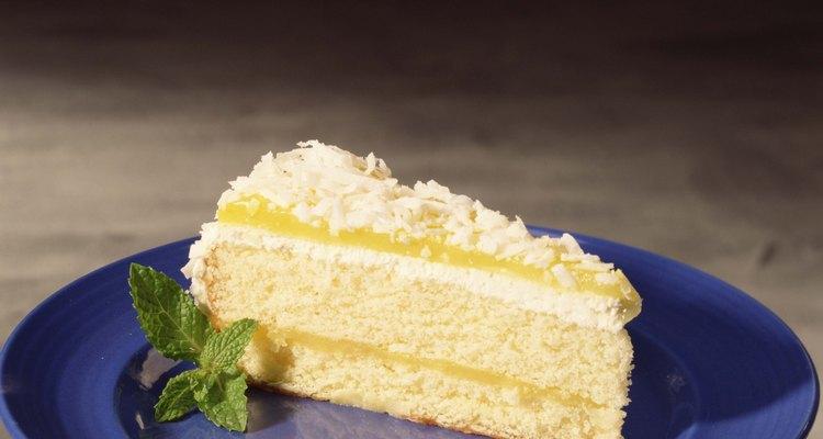 Esta rápida y simple mezcla de pastel ayuda a crear un delicioso postre de atractiva apariencia.