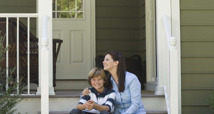 Las madres solteras pueden obtener ayuda para pagar su renta y seguro de depósito.