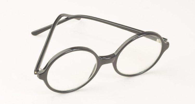 Como colar os óculos