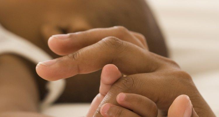 Astillas de vidrio en el dedo.