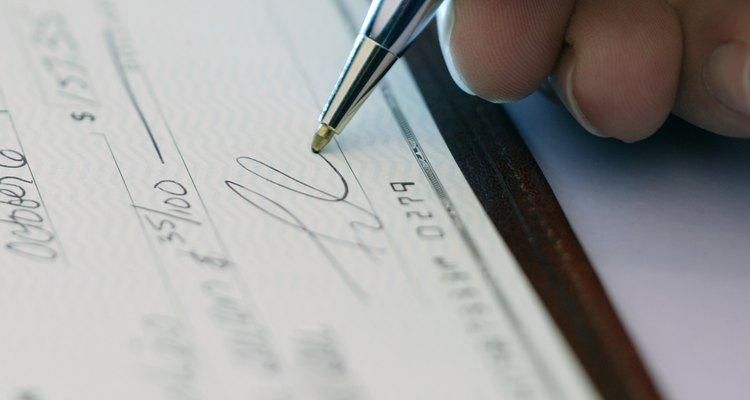 Falsificar una firma puede costarte dinero y reputación.