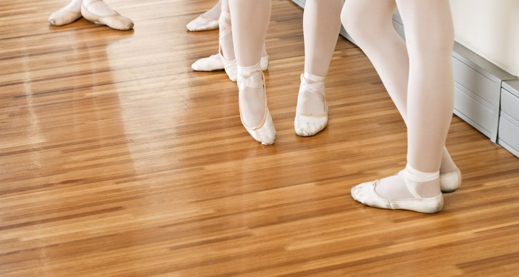 Mantenha os pisos do estúdio de dança com cuidados e manutenção apropriados