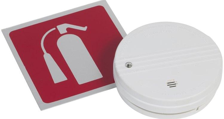 Minimize os riscos das fumaças provenientes da queima de plástico ventilando rapidamente as áreas afetadas