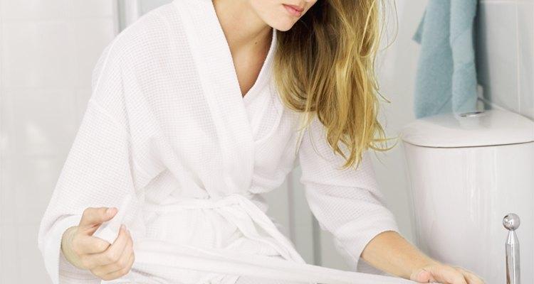 El papel higiénico debe estar a una distancia no mayor a un brazo.