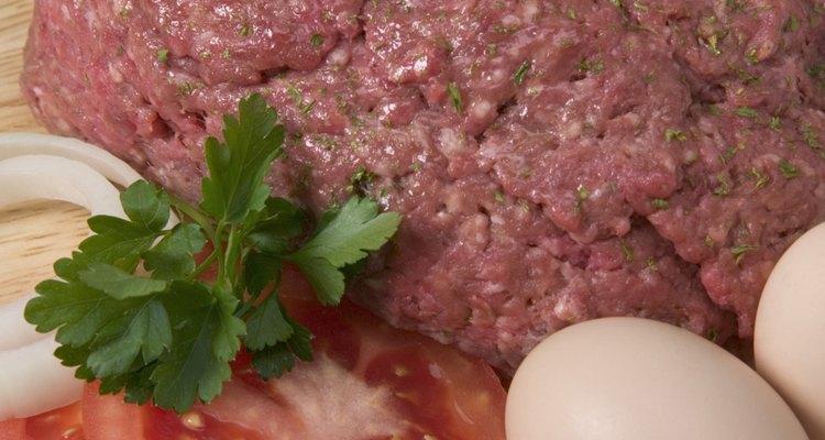 La carne molida puede avivar el sabor del arroz cuando la condimentas.