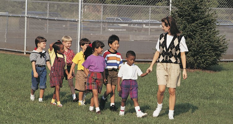 Como acompañante en el viaje de campo de tu hijo, lo más probable es que tenga que hacer mucho más que sostener a tu pequeño de la mano.