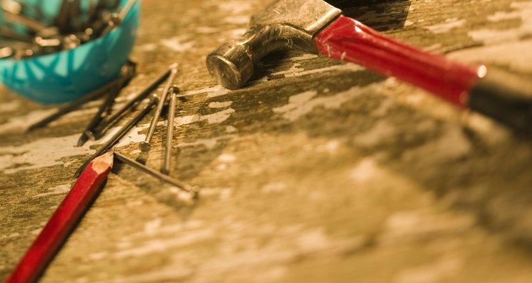 Uma preparação especial é necessária para colocar pregos em paredes de cimento