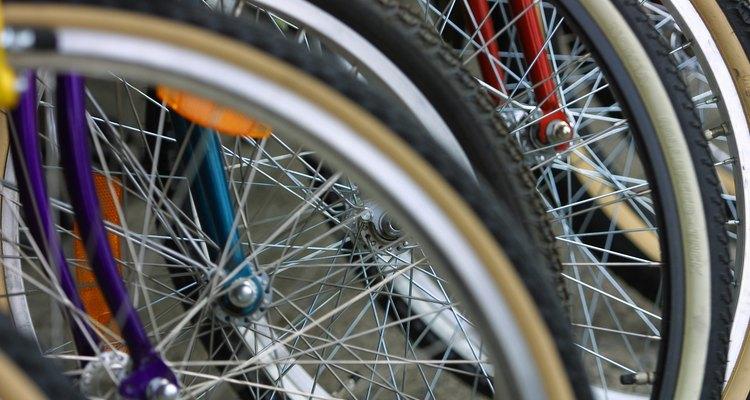 Las ruedas estándar para bicicleta de 20 pulgadas (50 cm) funcionan bien para los carritos de venta.