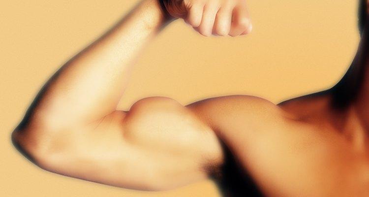 O rompimento do bíceps geralmente ocorre por excesso de uso ou devido a uma queda