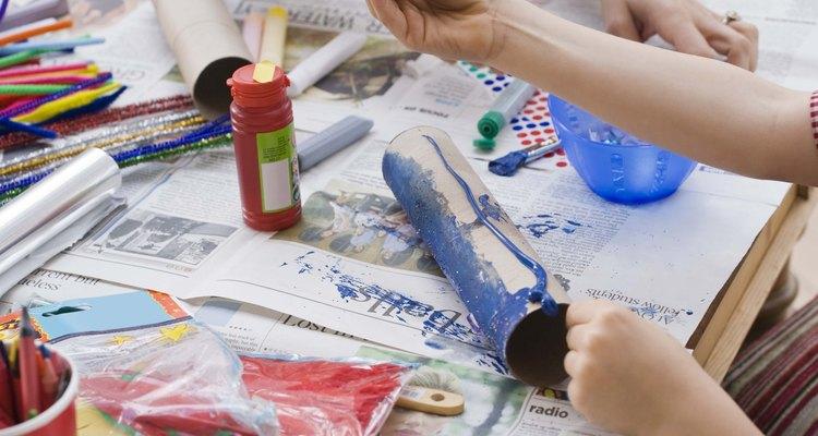 O papel contact é uma maneira barata de proteger o artesanato de danos causados pela água