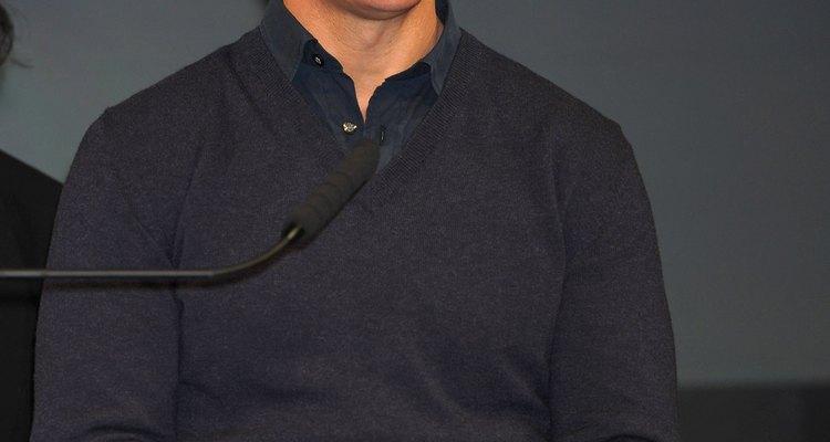 Tom Cruise lleva un jersey azul marino en la conferencia de prensa