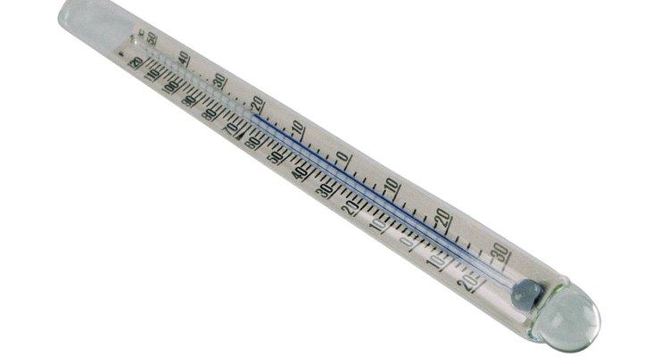 Agita el termómetro.