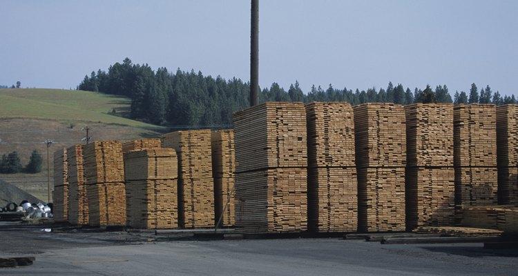 Una maderera es un establecimiento de exteriores que vende madera y otros materiales.