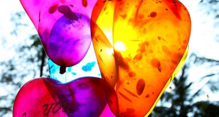 La inhalación de helio demasiado rápido o de un tanque de presión puede crear burbujas de helio en tu cuerpo.