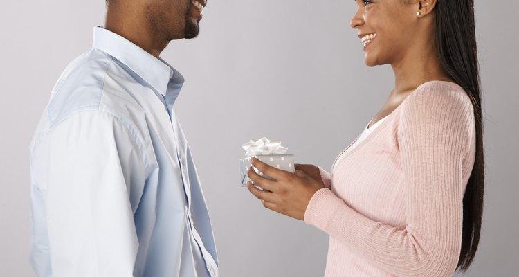 Escolha um presente apropriado para o aniversário de sete anos de casamento