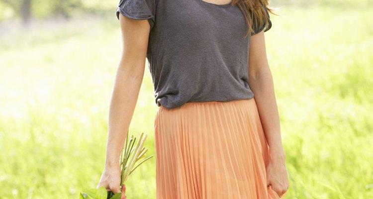 Saias e blusas são combinações versáteis, que podem ser usadas durante o dia ou à noite