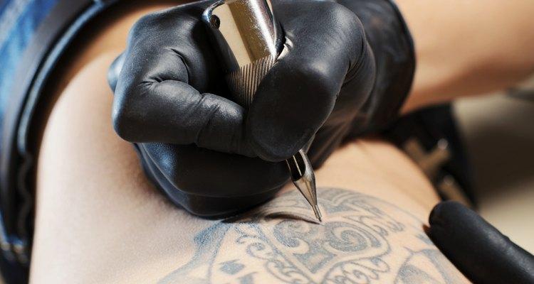 Cada estado tiene diferentes requisitos para trabajar como tatuador.