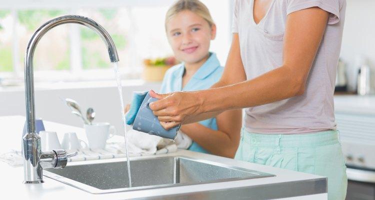 Não use água quente sobre uma queimadura causada pelo gelo seco