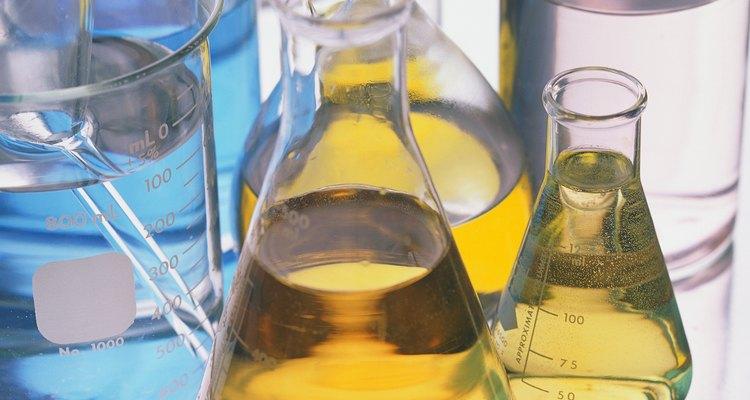 O preparo de soluções com concentrações específicas pode ser feito a partir da massa molar do soluto