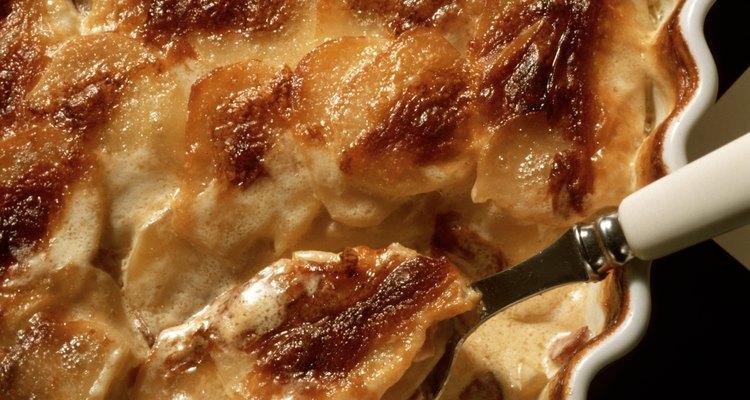 Las papas con queso gratinado son una sencilla comida que se sirve habitualmente en funerales de los Estados Unidos.