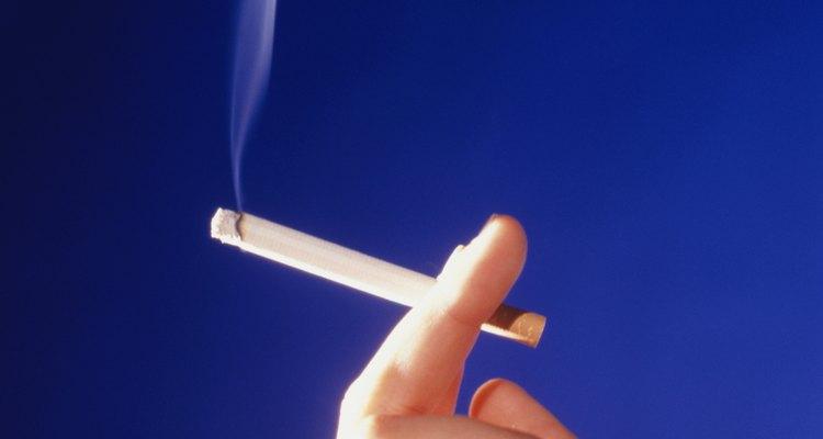 Arrojar cigarrillos y fósforos encendidos puede ocasionar graves daños humanos y materiales.
