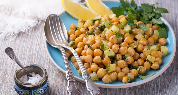 Chickpeas with zucchini and herbs
