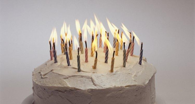 Puedes hacer un pastel muy especial con forma de batería.