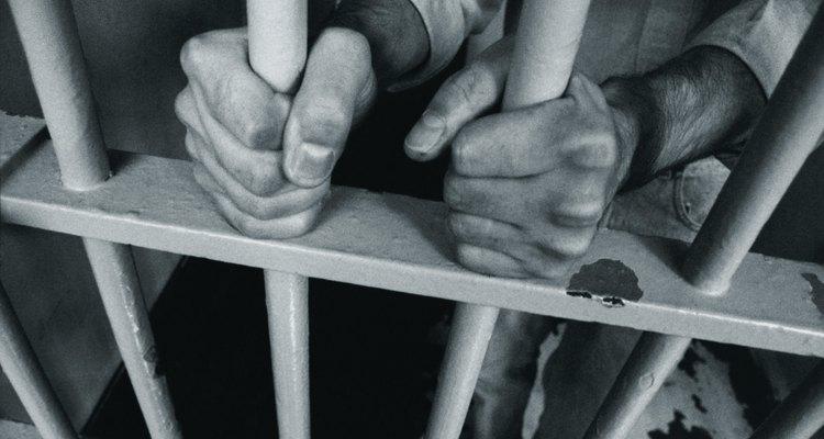 Coffe sucumbió a la ambición y terminó convirtiéndose en el primer preso de su cárcel.
