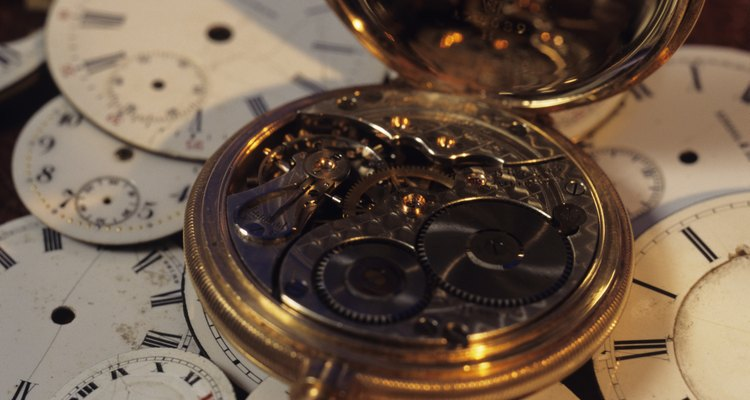 Um relógio de bolso aberto